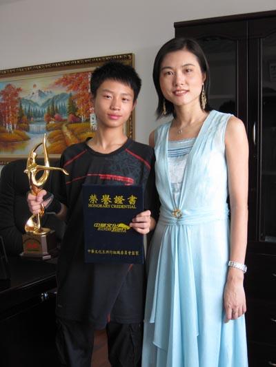 杨鹏威荣获国际金奖